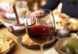 L'importanza di abbinare il vino al cibo