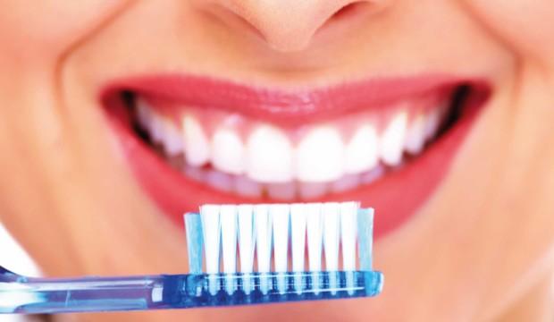 Cosa fare per avere denti bianchi e sani