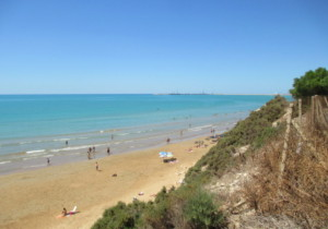Le spiagge più belle di Ragusa: tra sabbia dorata finissima e scogliere
