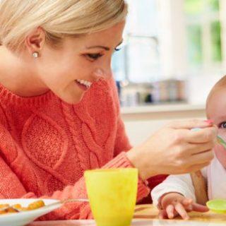 Consigli sullo svezzamento naturale dei neonati.