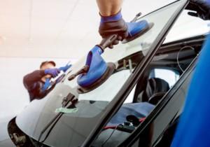 Sostituzione vetri per auto: come si sostituisce il parabrezza?