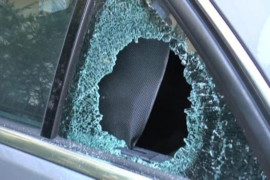 Come comportarsi quando si rompe il vetro dell'auto?